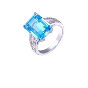 Jewelry - Blue topaz cocktail ring